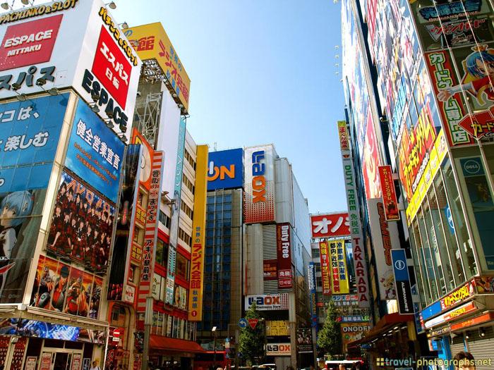 akihabara district tokyo tripod
