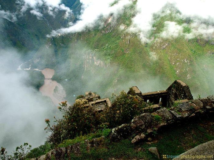 huyana picchu top view river tripod
