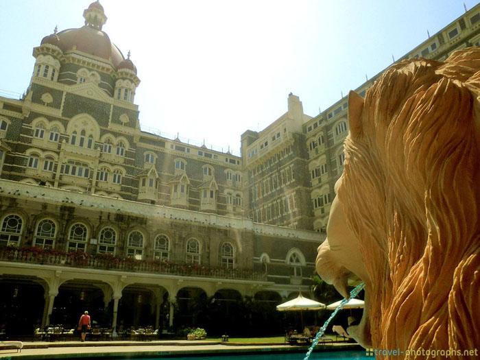 taj mahal palace courtyard