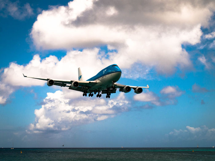 klm 747 landing maho beach tripod globetrotter