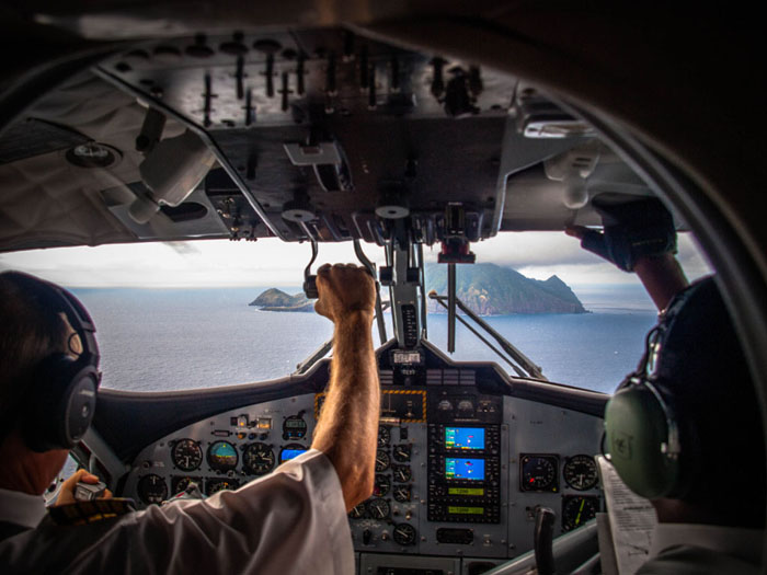 landing at saba cockpit view