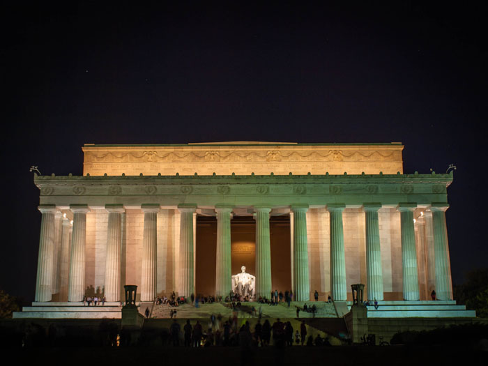 lincoln memorial night photograph