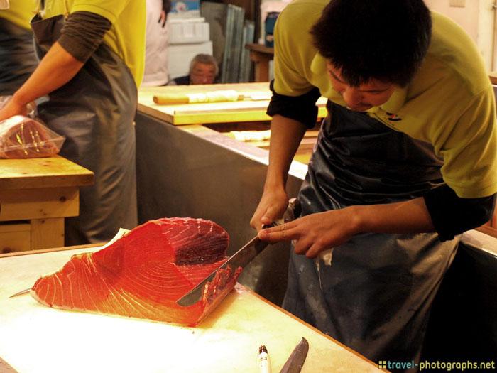 tokyo fish market tuna cutting
